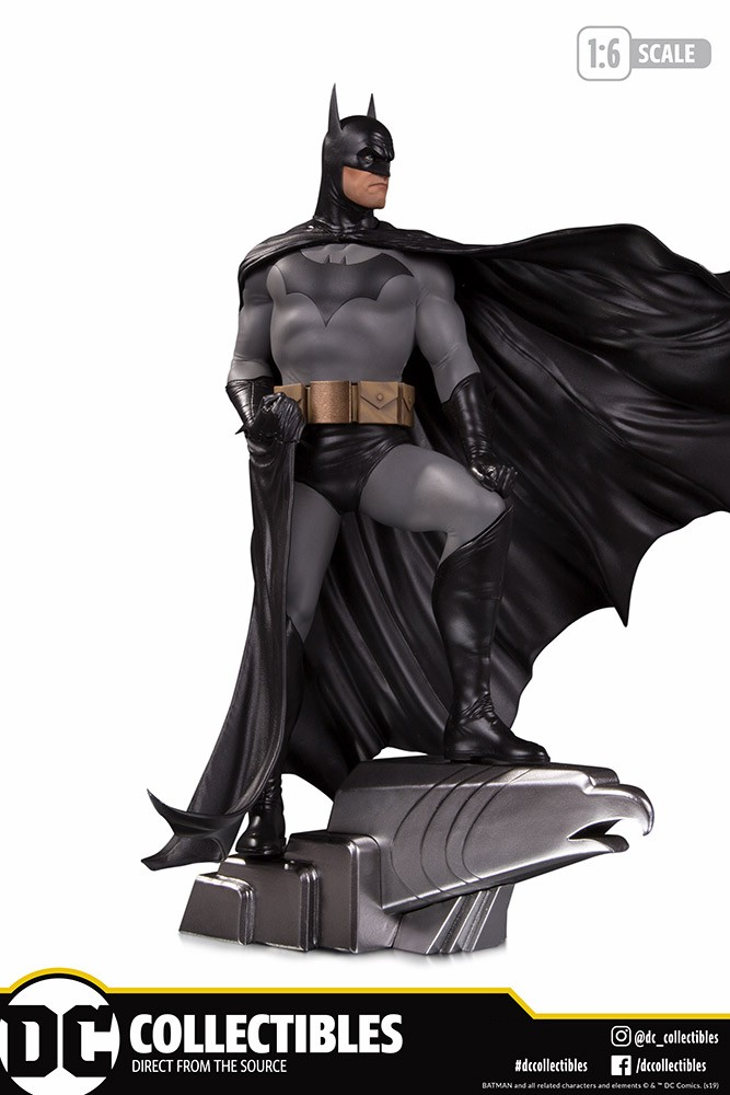 DC Collectibles Batman Deluxe Statue by Alex Ross