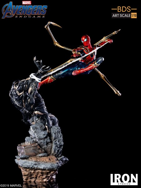 Iron Studios Marvel Iron Spider vs Outrider Art Scale Statue