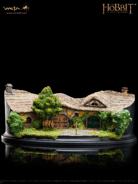 Weta Collectibles The Hobbit The Green Dragon Inn Environment