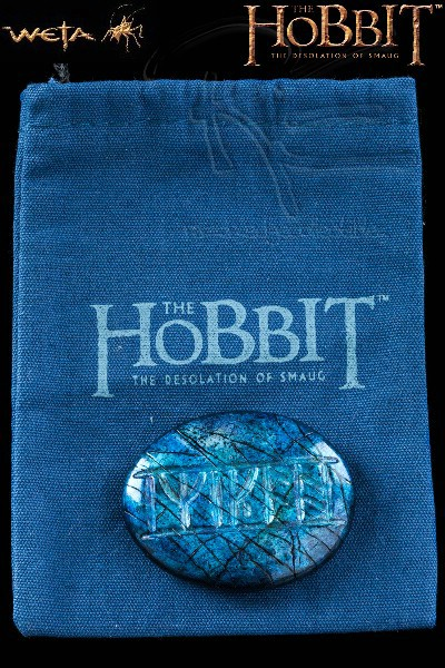 Weta Collectibles The Hobbit The Rune Stone of Kili Prop Replica