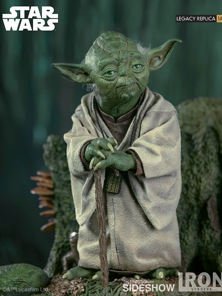 Iron Studios Star Wars Empire Strikes Back Yoda Legacy Statue
